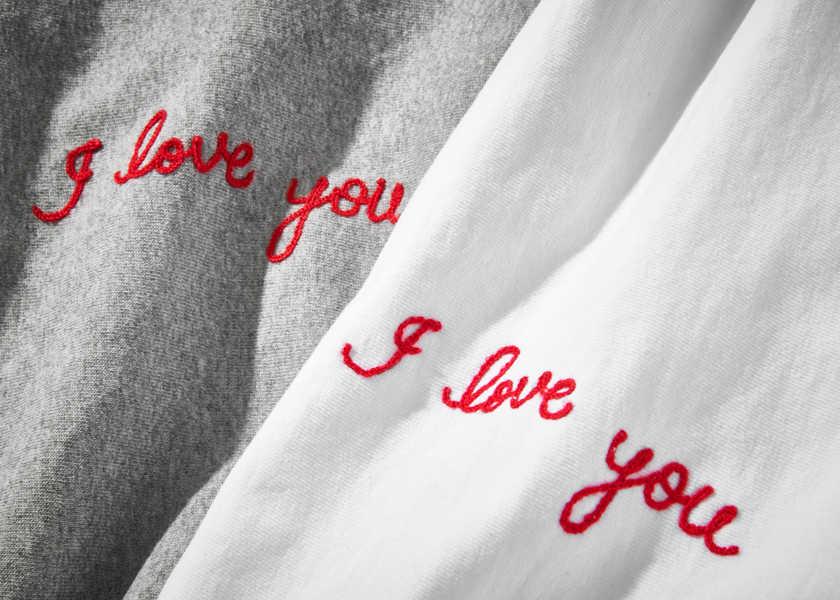濃厚接触よりも効果的!? 秒で愛が伝わるTシャツ4選!