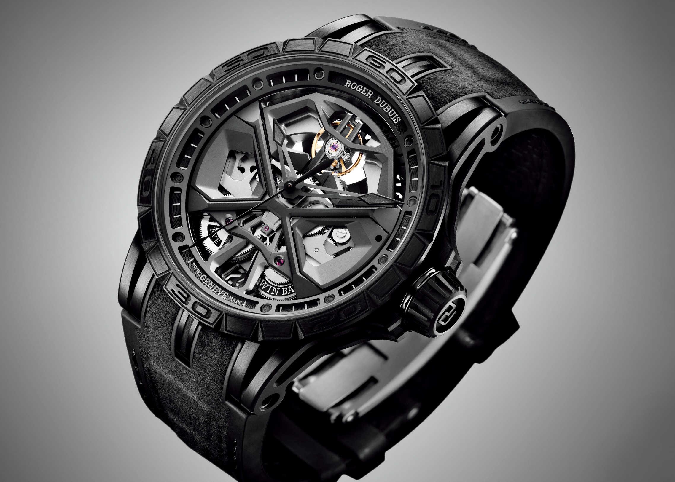 FOCUS ON 今月注目したいモノ・コト黙っていても多くを語れるブラックフェイスの武骨な腕時計!