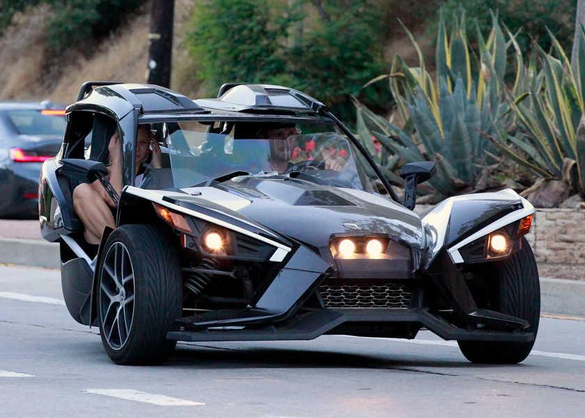 """コレも楽しそう!  LAセレブがデートで使った""""未来顔3輪車""""の正体とは⁉"""
