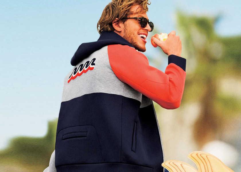 〈ムータ〉×〈ロウライフ〉のマルチカラーの1着!フードの着脱で印象が変わる2WAYパーカで週末を遊ぶ!