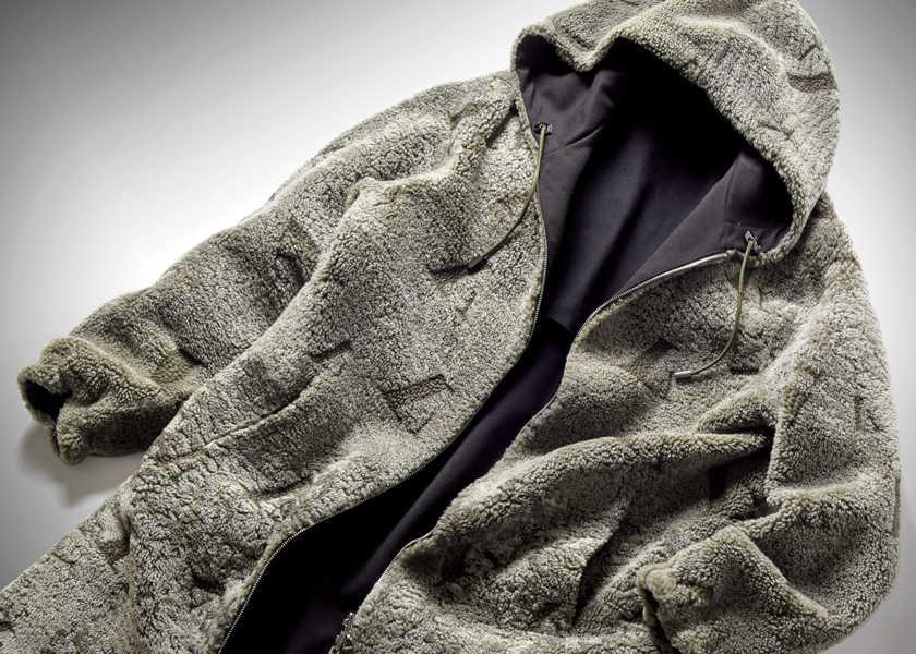 FOCUS ON 今月注目したいモノ・コト〈エンポリオ アルマーニ〉2着めのムートンコートはスポーティがいいんじゃない!?