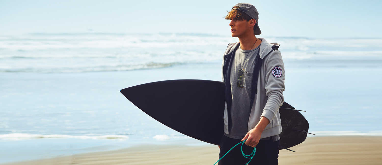 〈ムータ〉×〈ロウライフ〉の1着は、都会派サーファーによく似合う!大人のフリースは異素材ミックスで差をつける!