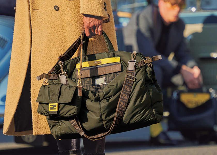 オン・オフで使える〈フェンディ〉のアイコン!大人の男の日常はバッグで遊ぶ!