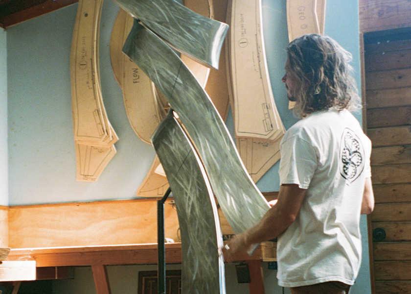 今、カリフォルニアで注目される新世代サーファーの「波乗り一代記」 vol.23波とアートを重ね合わせる自由なソウルの持ち主