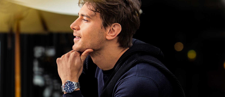 〈エンポリオ アルマーニ〉の新作時計で、印象的な手元に!今こそ個性が語れる1本を手に入れる!