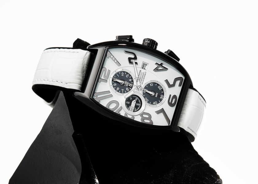 〈エンジェルクローバー〉の新作はお洒落上手なソーラー時計!