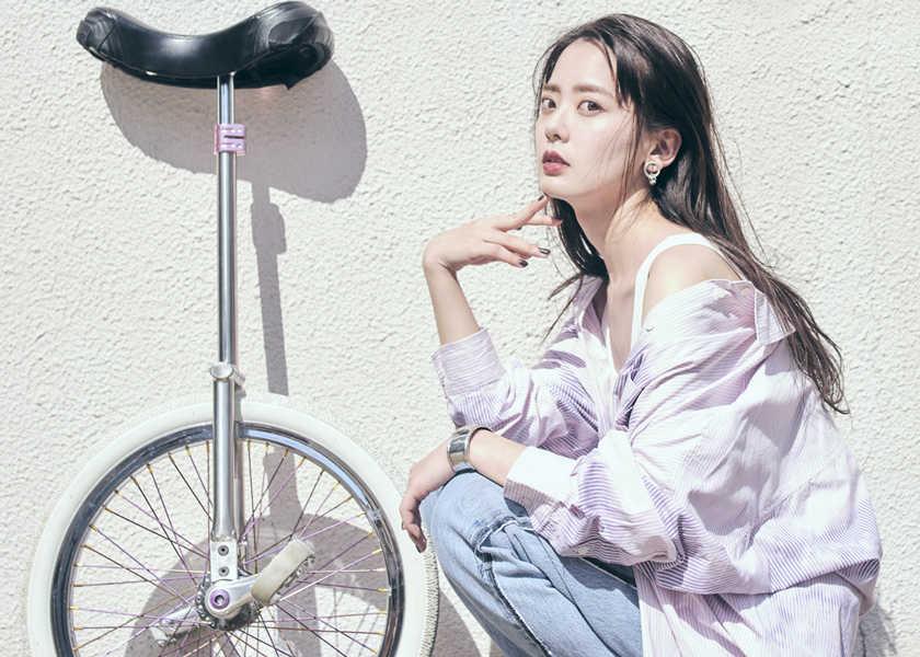 美女アスリートとデニム vol.9一輪車の世界女王【佐藤彩香】、オーバーサイズのシャツでラフな夏スタイルに!