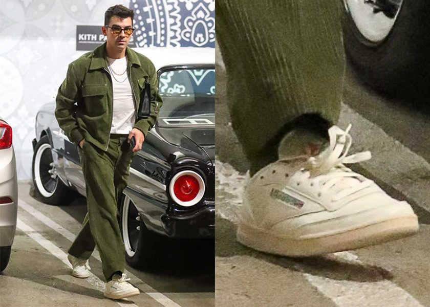 【スニーカー】J・ジョナスが履く、セットアップと相性抜群な白スニとは?