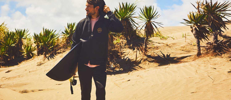 海男に似合う〈ムータ〉×〈ロイヤル フラッシュ〉の1着!差がつくセットアップは後ろ姿にインパクトあり!