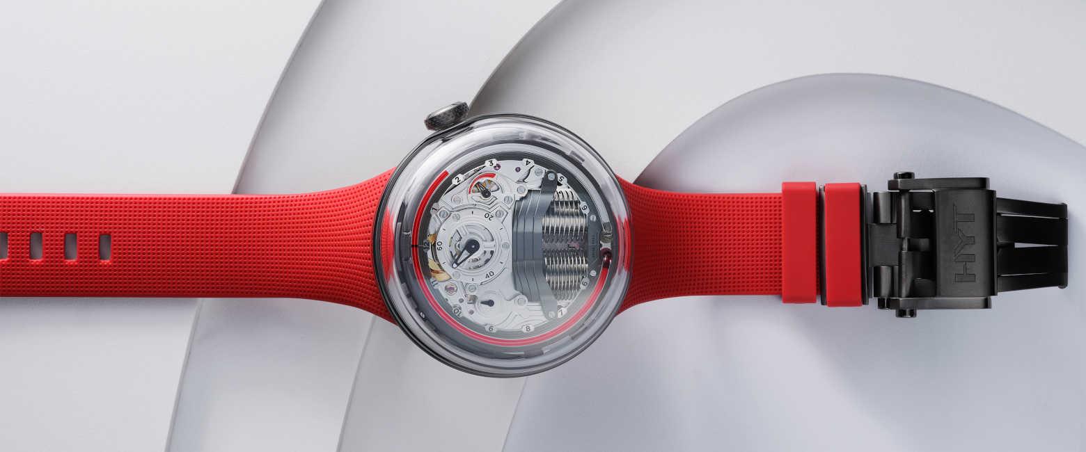 〈HYT〉の液体時計はエネルギッシュな新色レッドカラーに惚れる!