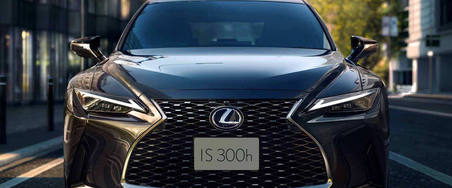 話題のクルマを品定め! 最高のドライビングプレジャー! 〈レクサス〉IS300h