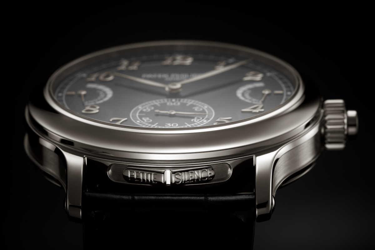 〈パテック フィリップ〉新作黒時計は 音で時を知らせるチャイム機構が自慢!