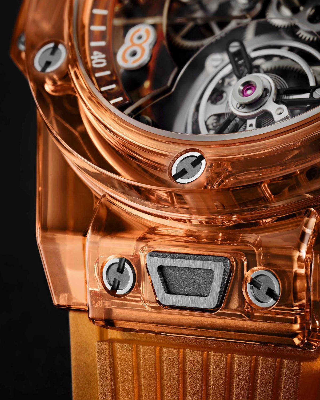 〈ウブロ〉のサファイア時計は 気持ちも前向きになるオレンジカラー!