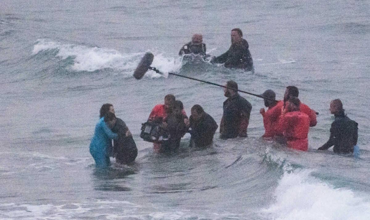 【だれ?】溺れている人を救ったのは?