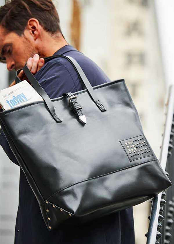 【記事を見た人限定特典あり】 大人が持ちたい〈エイチティーシー ブラック〉のレザーバッグ