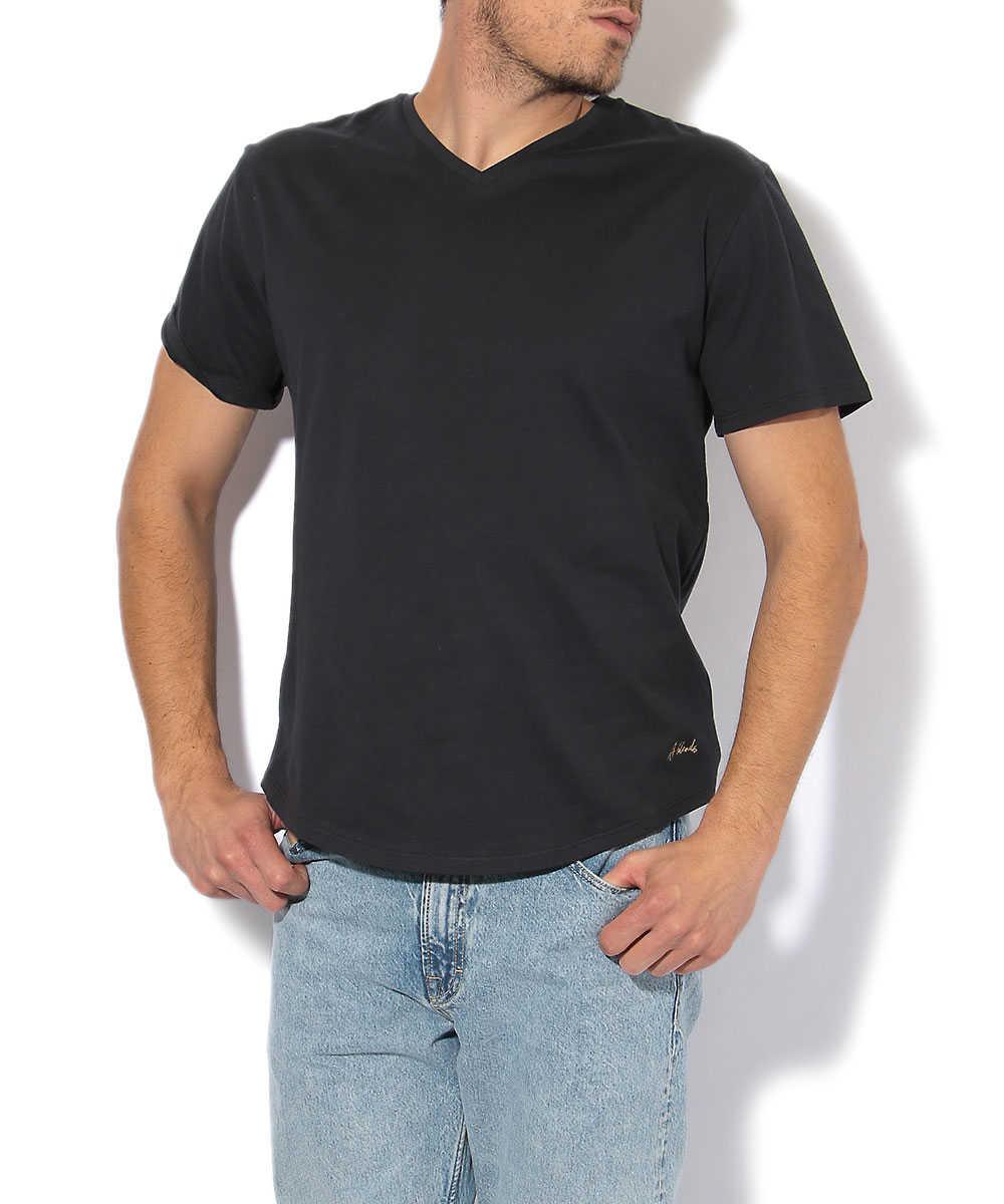 VネックTシャツ